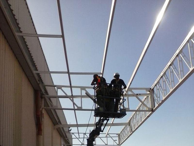 Construção-de-marquise-e-instalação-de-luminárias